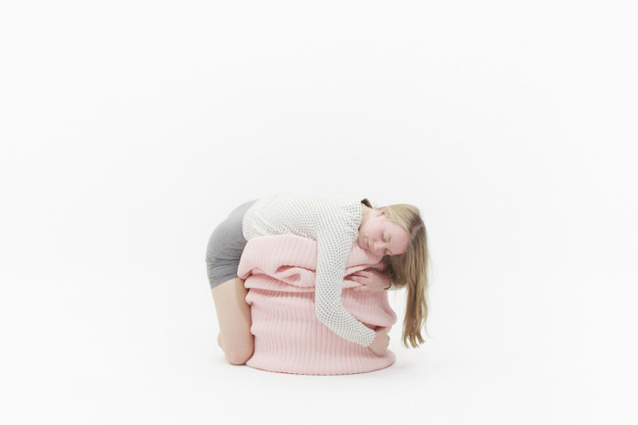 Touch-That-Taste-Pouf-2_800